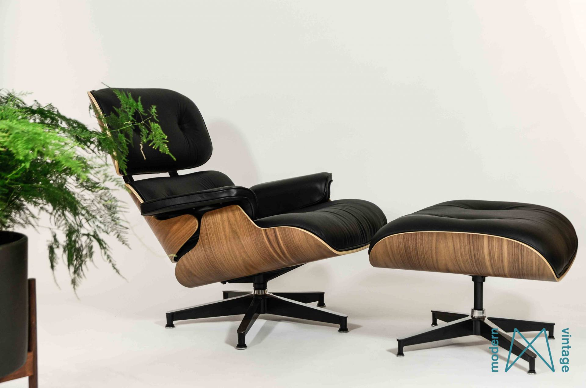 Eames Herman Miller Lounge Chair Walnut XL