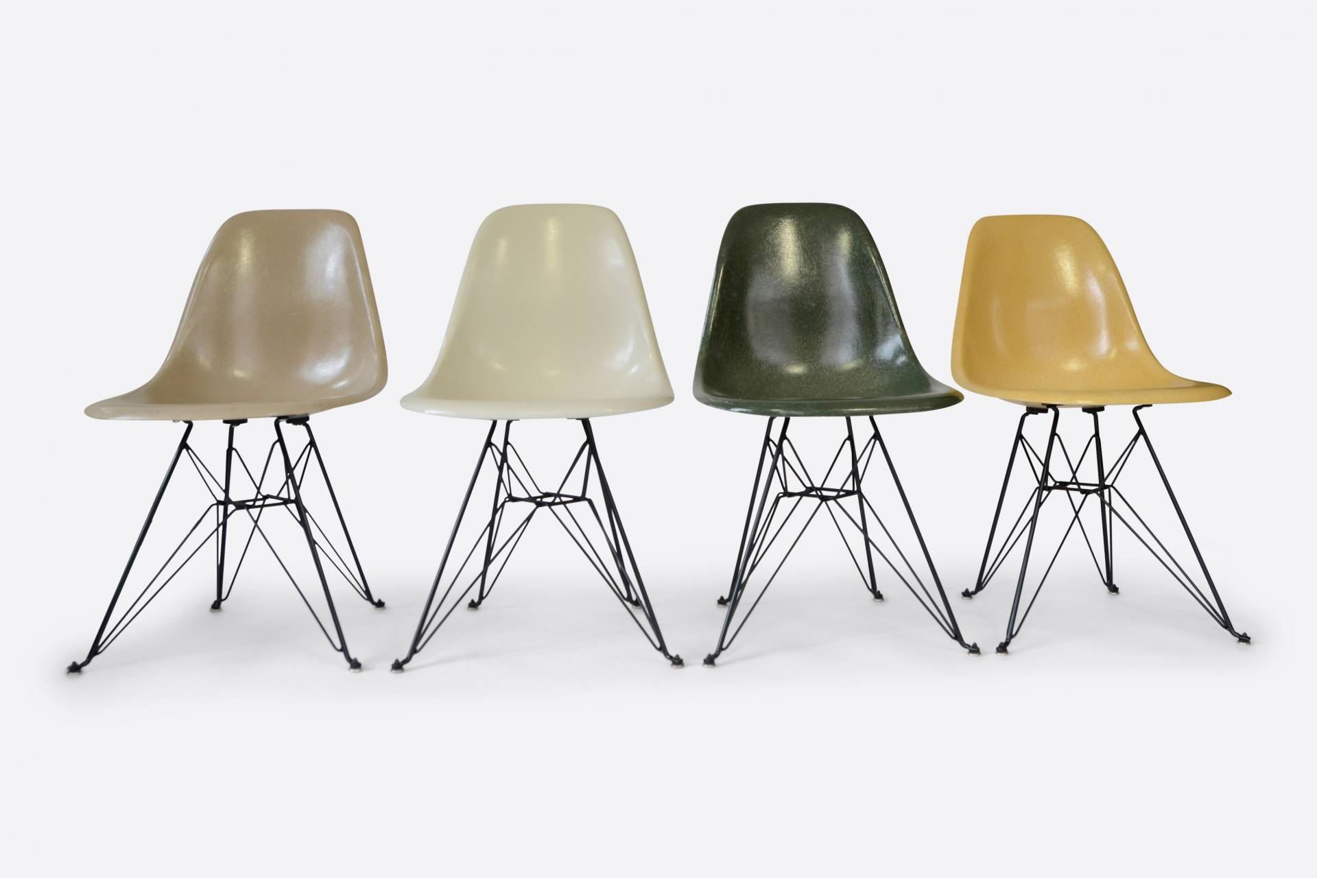 set-of-4-vintage-eames-side-chairs-cover