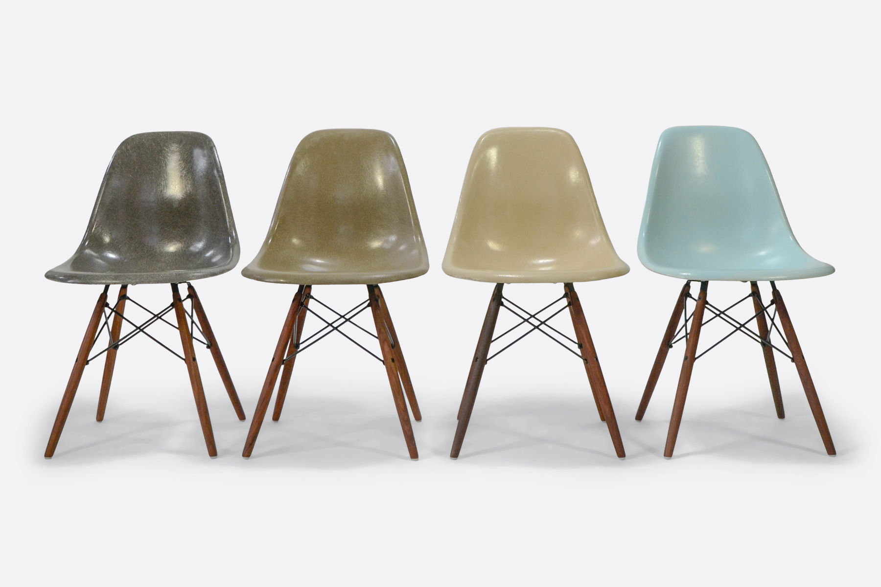 Eames-set-of-4-elephant-raw-umber-parchement-robins-blue-egg-front