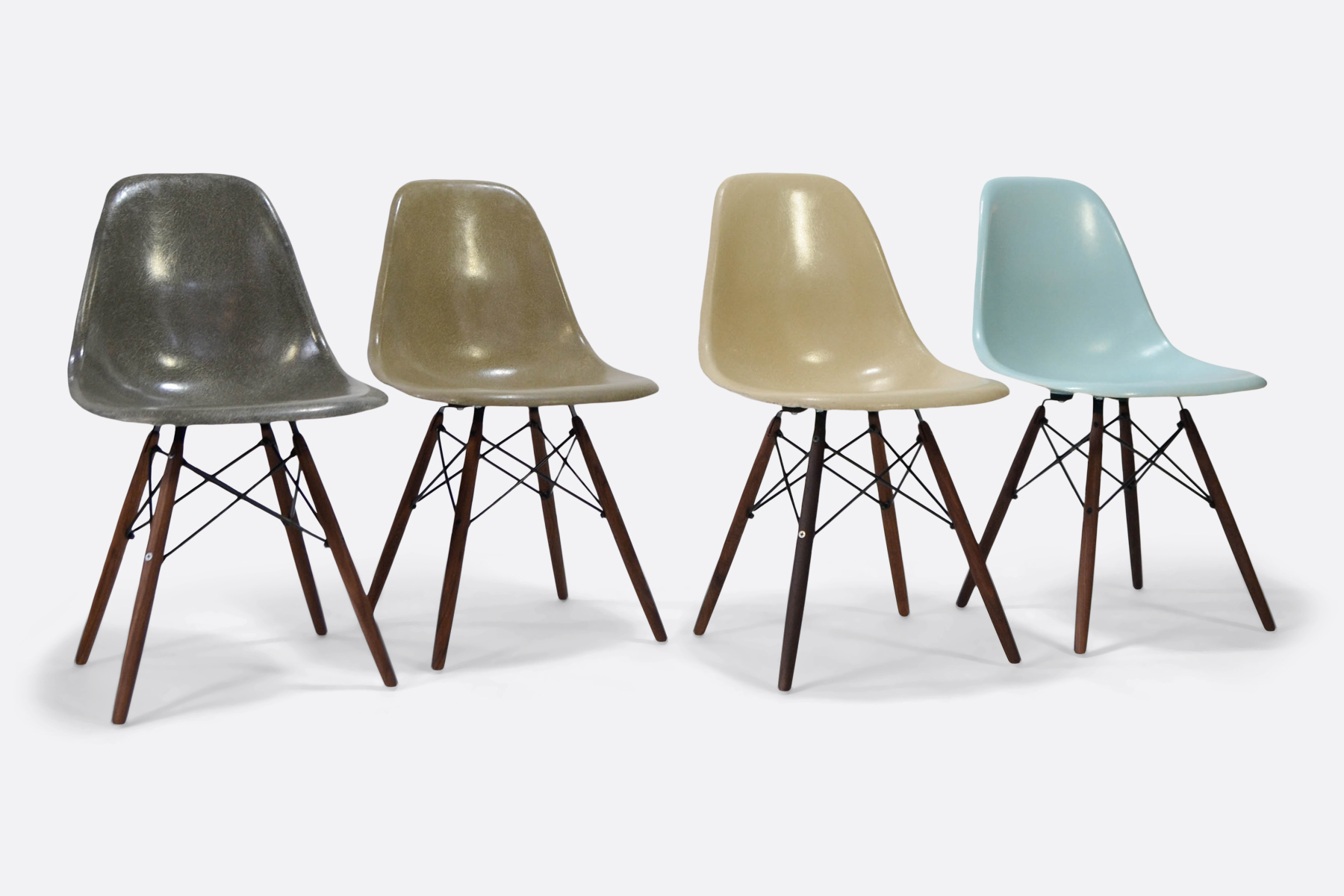 Eames-set-of-4-elephant-raw-umber-parchement-robins-blue-egg-mix