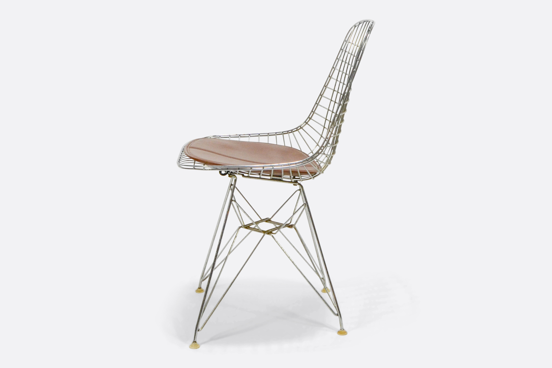 Eames-wire-chair-side
