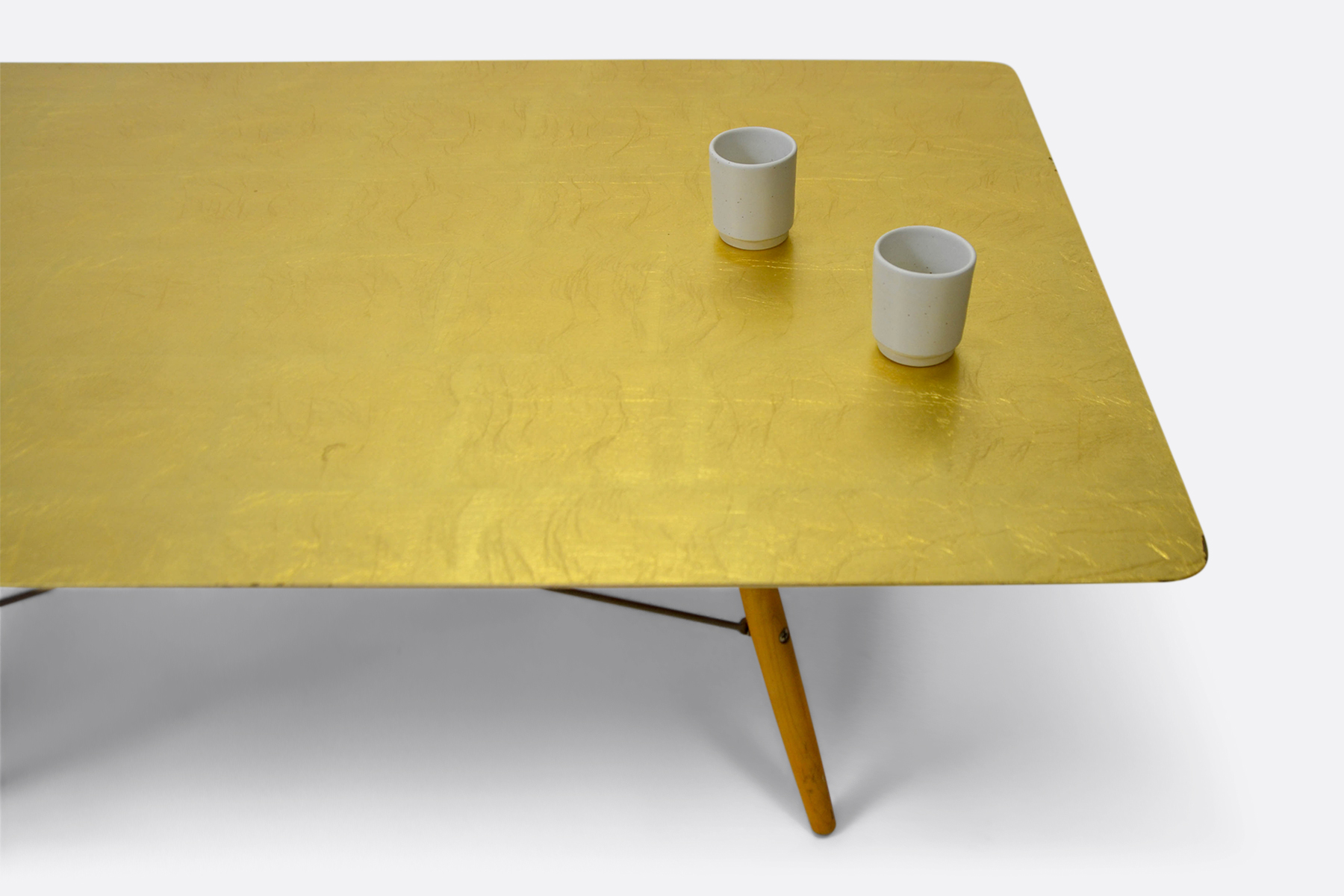 Gold-Leaf-Table-Frama-Cups
